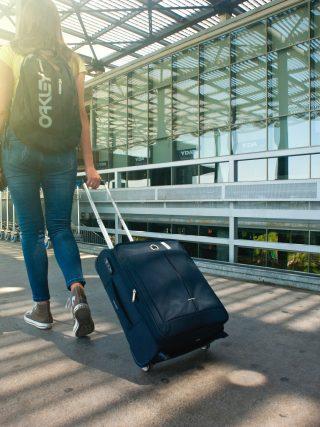 Travelling with light luggage - Minimalism